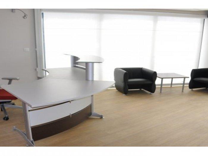 Am nagement en mobilier de bureaux de la banque populaire for Garage citroen aigues mortes