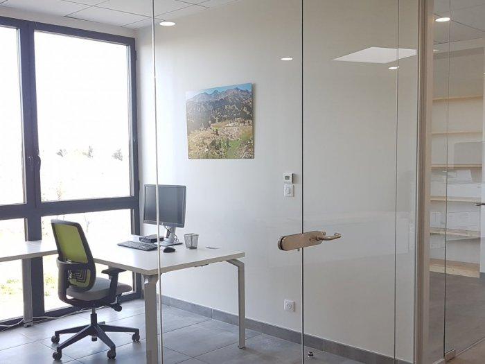 Pose de cloison de bureaux et mobilier de bureaux à montpellier